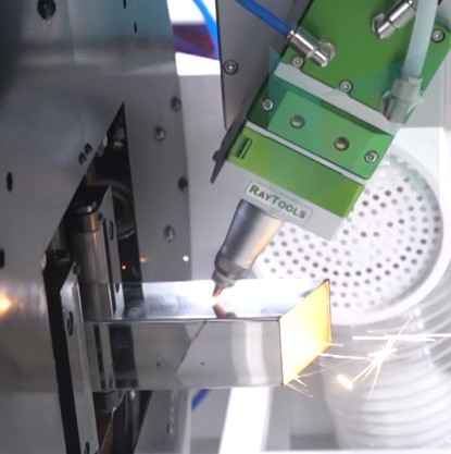 Tube cutting machine LX62TE cuts stainless steel trapezoidal tube 1mm
